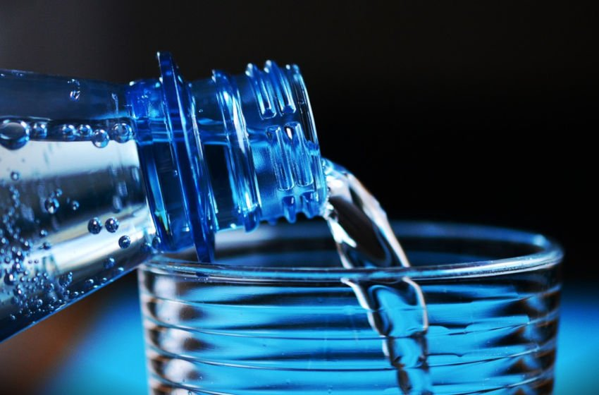 Beba quantidades adequadas de água. Imagem: Pixabay