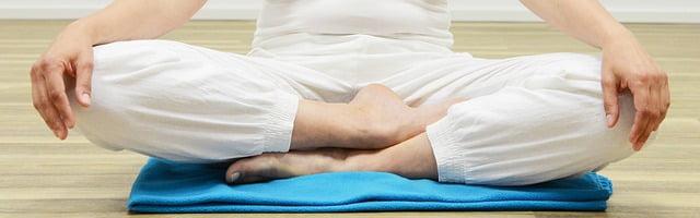 É mais fácil entrar em um estado meditativo quando você se senta confortavelmente. Imagem: Pixabay