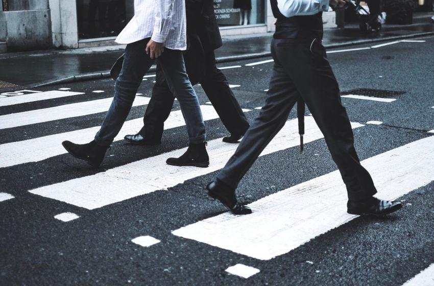 No trânsito todos somos pedestres. Imagem: Pixabay