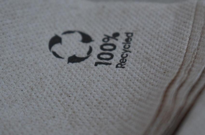 Dê preferência a produtos que foram produzidos com materiais reciclados. Imagem: Pixabay