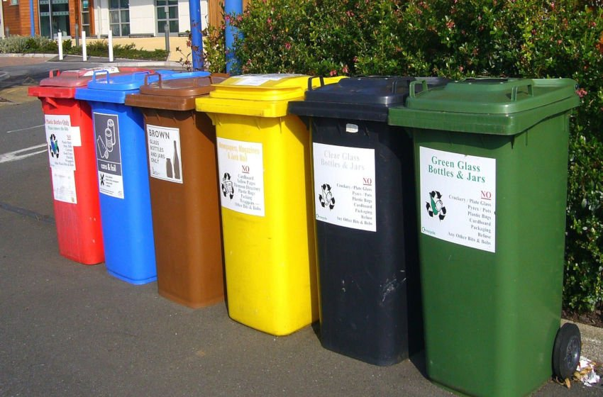 Separe o lixo por categorias para que os resíduos possam ser reprocessados dando origem ao mesmo produto ou novos produtos. Imagem: Pixabay