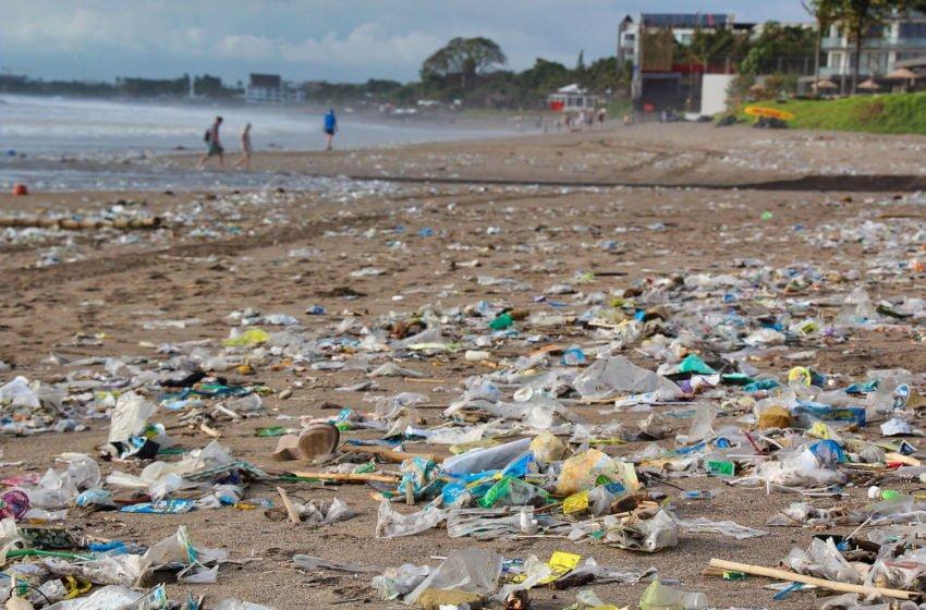 Ajude a conscientizar as pessoas sobre o problema do lixo plástico.